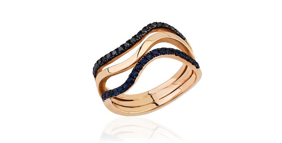 Rózsaarany gyűrű, fekete gyémántokkal és kék zafírokkal.