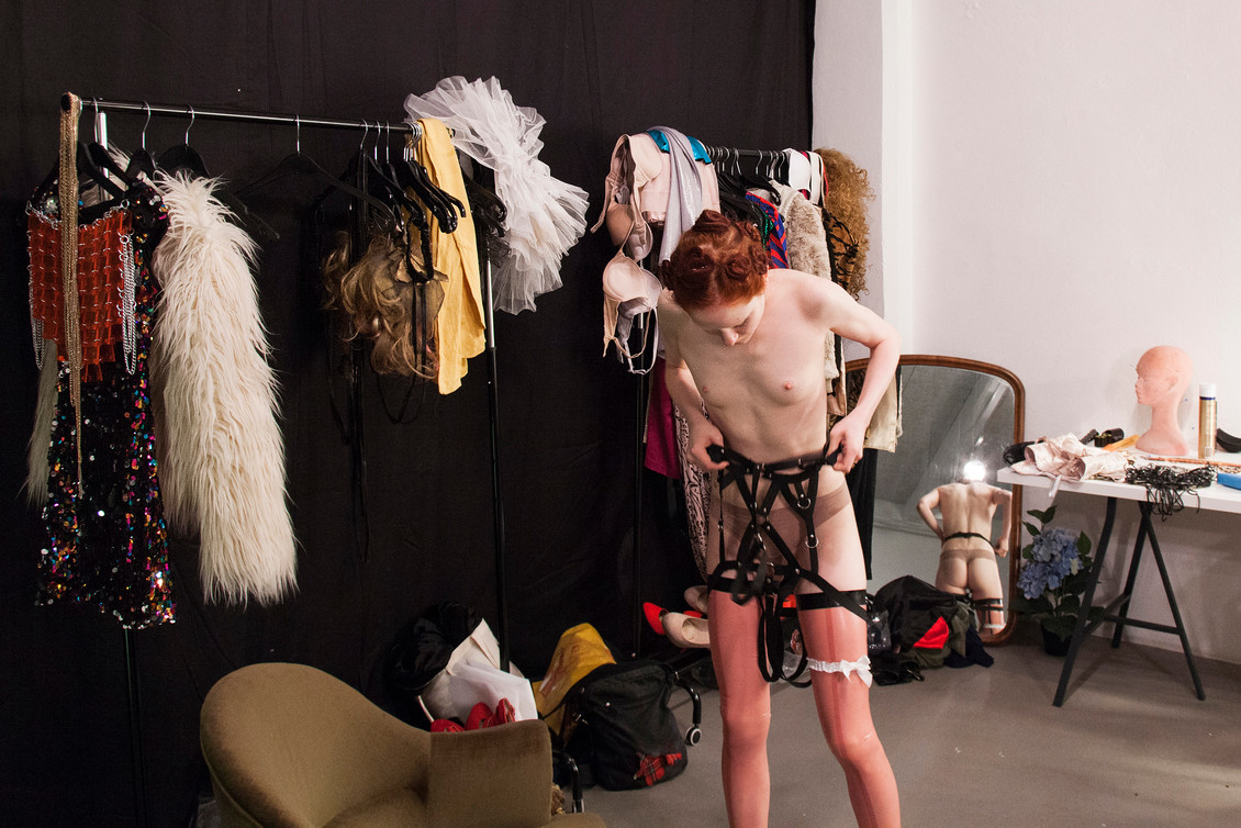 House of Xanax, performance by Lukas Beyeler, Evalyn Eatdith and Valérie Reding at FORMA Art Contemporain, Lausanne