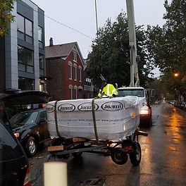 New Jacuzzi being delivered to Chicago, Illinois