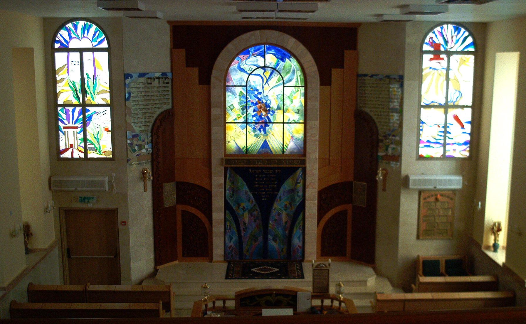 ויטראז'ים בבית הכנסת אם המושבות