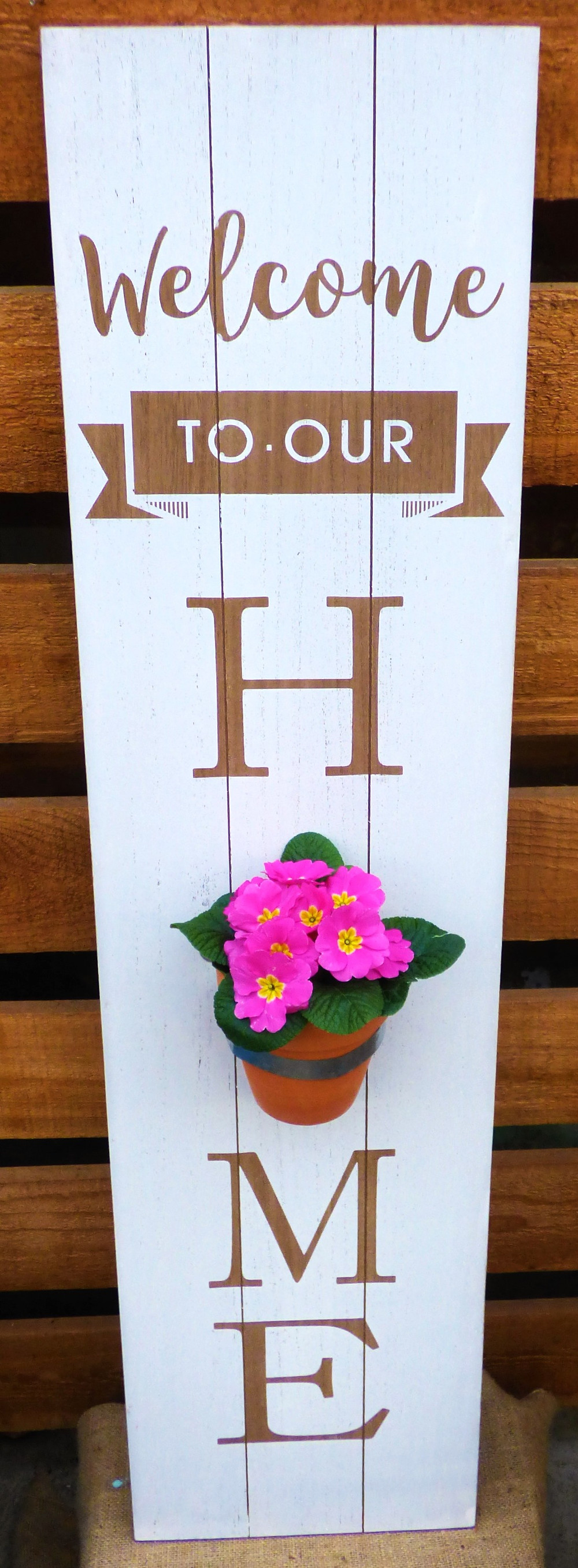 Decor sign with Polyantha Primula.