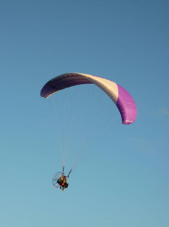 Tandem flight with motor