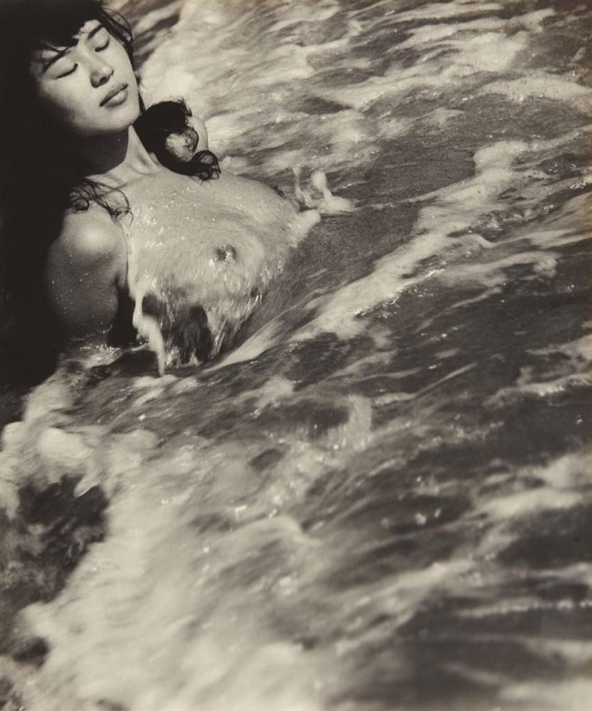 Ama woman by Iwase Yoshiuki.jpg