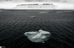 Iceberg et montagne tabulaire