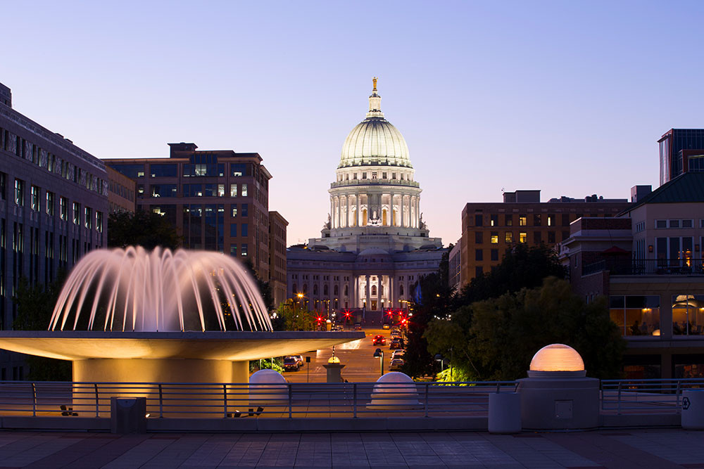 A picture of the capital building in Madison, Wisconsin