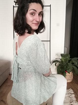 Haut vert nœud dans le dos