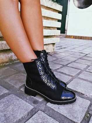 Boots à lacets vernies