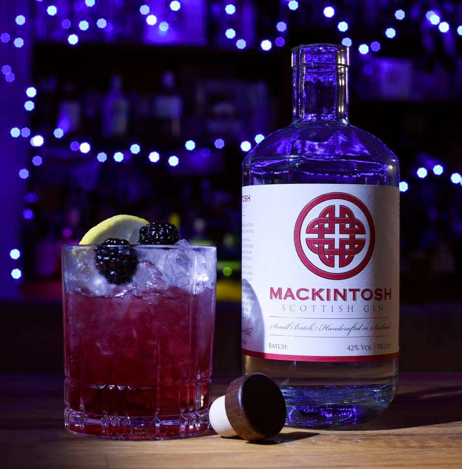 Bramble cocktail with Mackintosh Scottish Gin