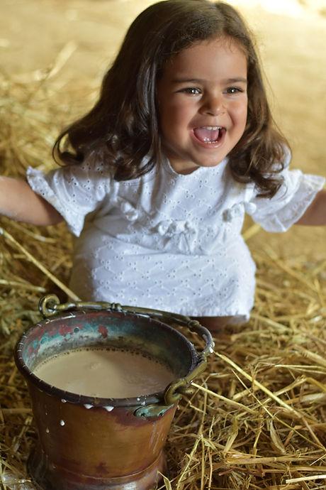 pelle liscia, latte di bufala, idratazione, bambina che sorride, Le Viee', viso, bellezza