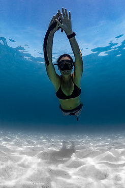 Aurora_wetsuits_ambassador_Elisabeth_Lauwerys_underwater_cinematographer_photography_Bohemian_collection_freediving_diving_leggings