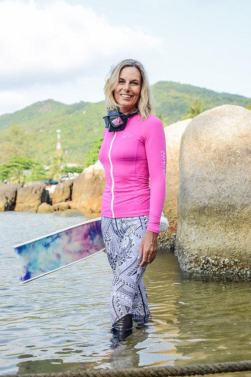 shark leggings freediving woman pink fins