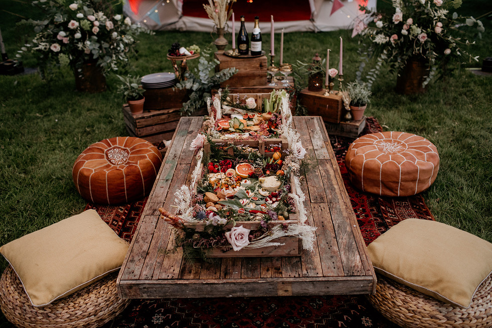 Let us know if you would like more details on where to find suppliers for this style of catering.