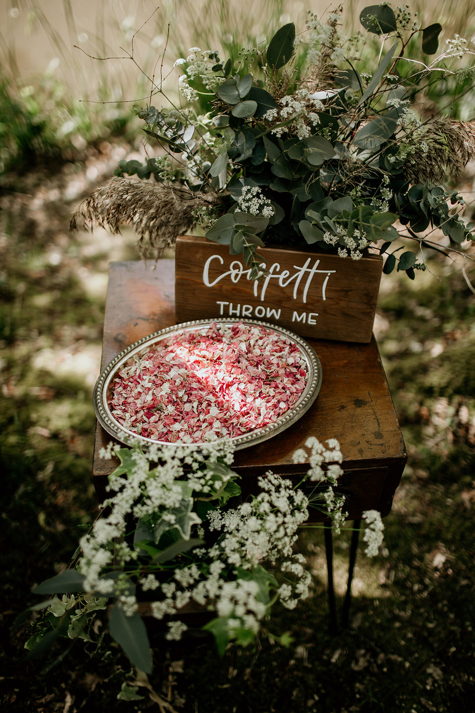 Wickerwood Farm is an eco-friendly venue and has a fantastic natural confetti supplier located right here in the UK.  More details available upon request.   'Confetti throw me' sign available for hire.