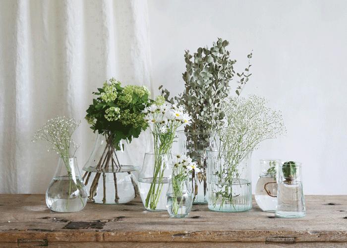 リューズガラスのフラワーベースと花