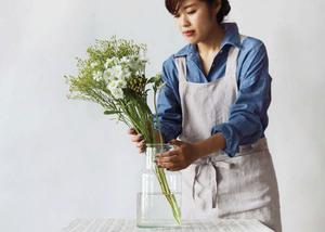 花を生ける時もエプロン
