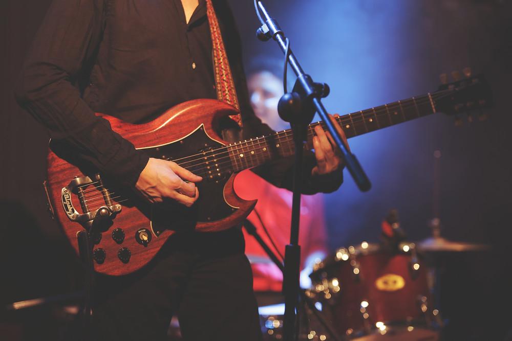 Musiker auf Bühne