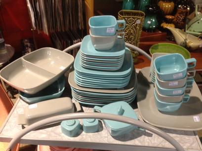 plastic+plates.jpg