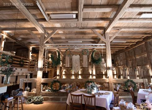 Dekoration für Hochzeit in Scheune