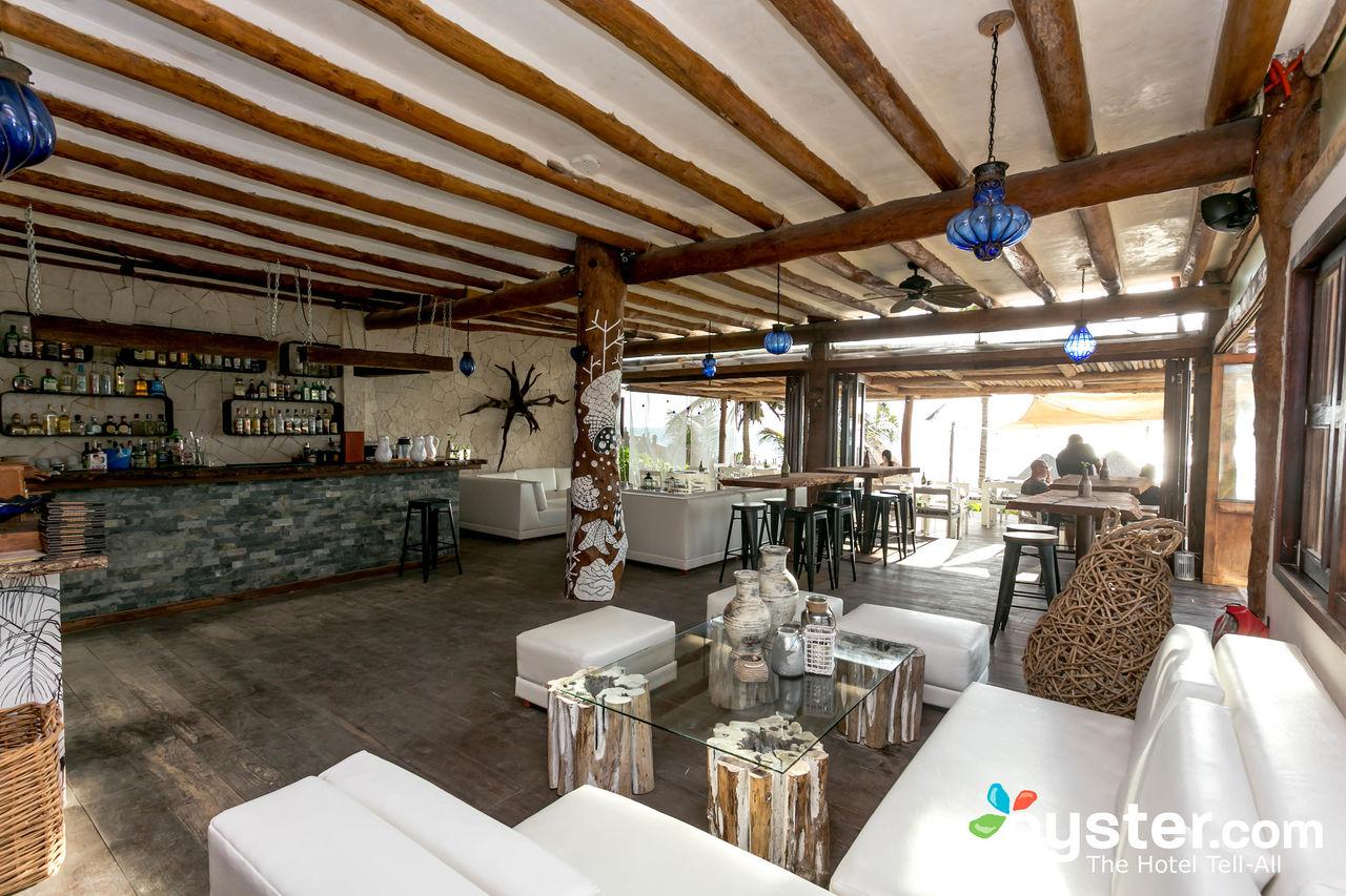 restaurant--v16122232-1280