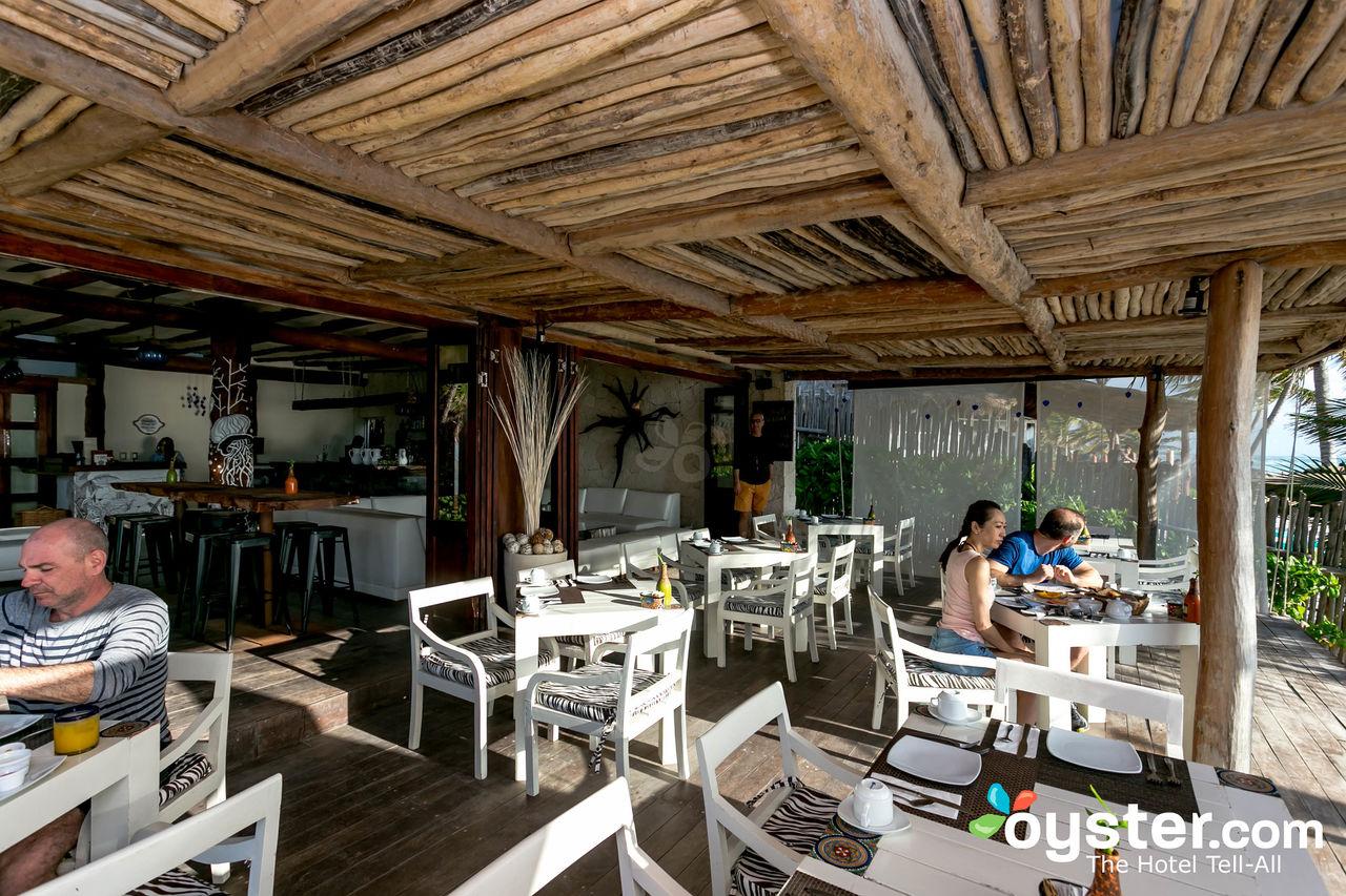 restaurant--v16122379-1280
