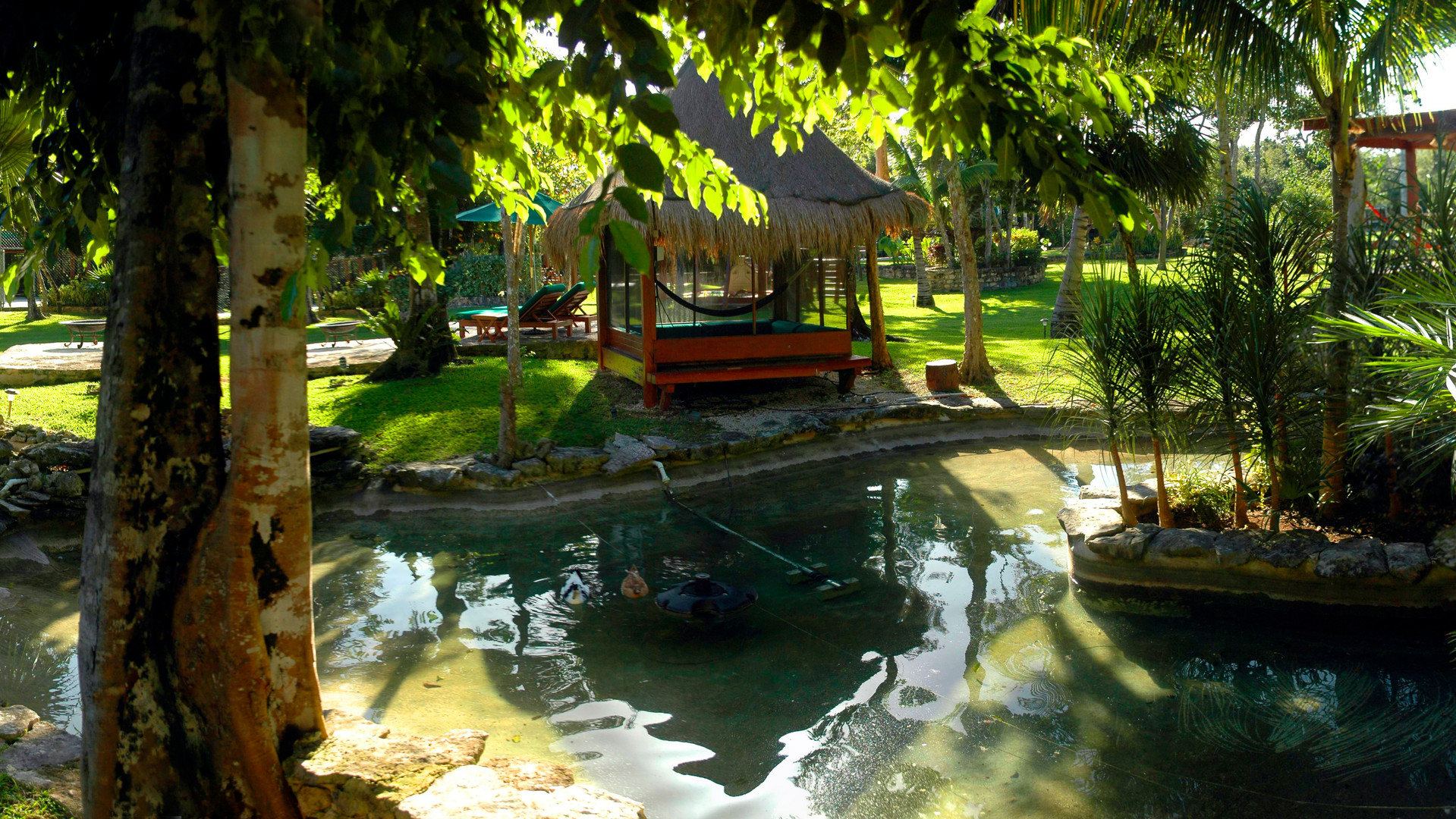 Ducks huts lake.jpg Pano Pool Palapa to