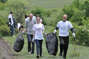 Students-teachers-and-USAID-Basic-Education-Program-staff-during-the-clean-up-day-Lets-do-it-Kosovo-2012.-Place-Badovc-Lake-Date-24.May_.2012-Photo-taken-by-Ardian-Thaqi-3-300x199