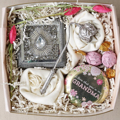"I LOVE ""GRANDMA"" CANDLE, JEWELRY BOX & SCARF GIFT BOX"