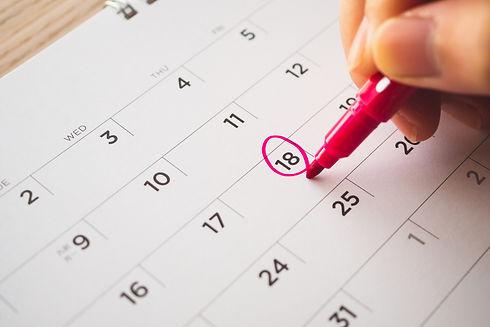 Female Hand with pen mark on calendar da