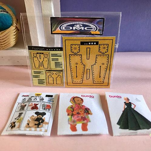 Lot de 4 patrons miniature pour maison de poupée couture, mercerie 1:12