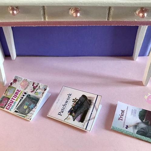 Trois magazines thème couture, mercerie 1:12 pour décorer vos dioramas, vitrines, maison de poupée, scènes de vie