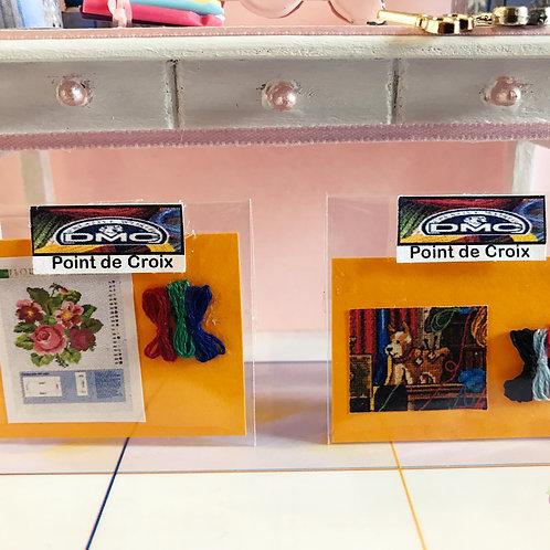 Deux kits point de croix pour maison de poupée thème couture, mercerie 1:12