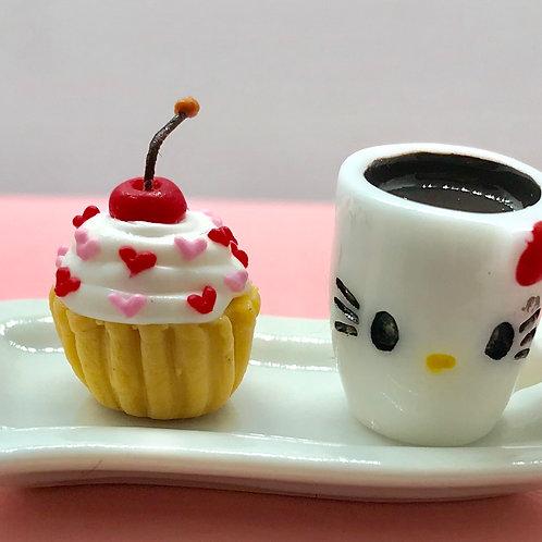 Plateau avec tasse et cupcake miniature, patisserie maison de poupée 1/12