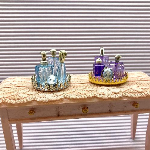 Plateau de parfums miniature, maison de poupée