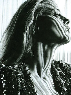 80._blake_lively_-_bd161_-_marie_claire_spread.jpg