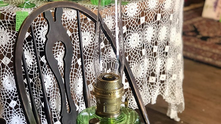 Green Aladdin Corinthian Mantle Lamp