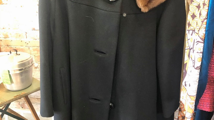Amazing vintage coat with brown fur collar