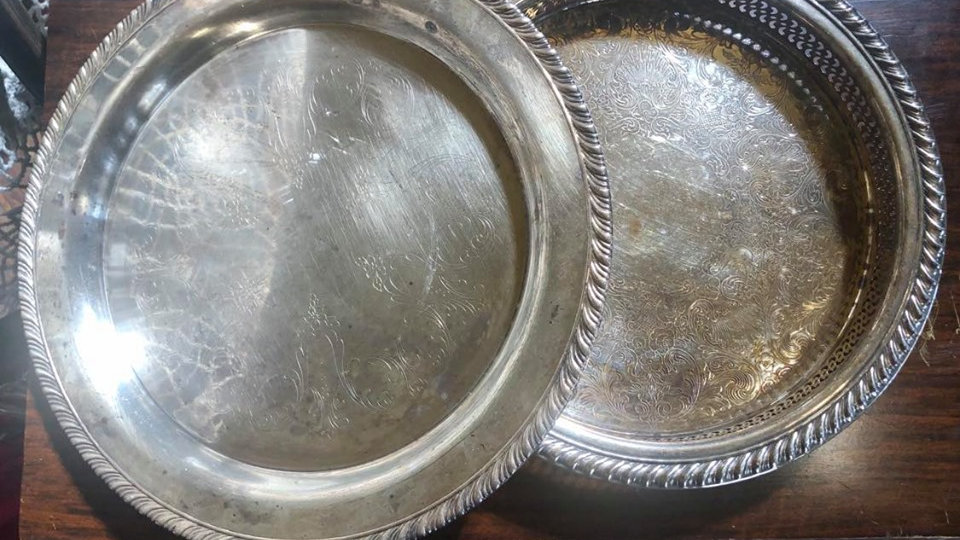 WM Rogers Silverplate Serving Plate - 2 pieces