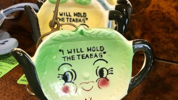 "1950s ""I will hold the teabag"" set of 4 tea bag holders"