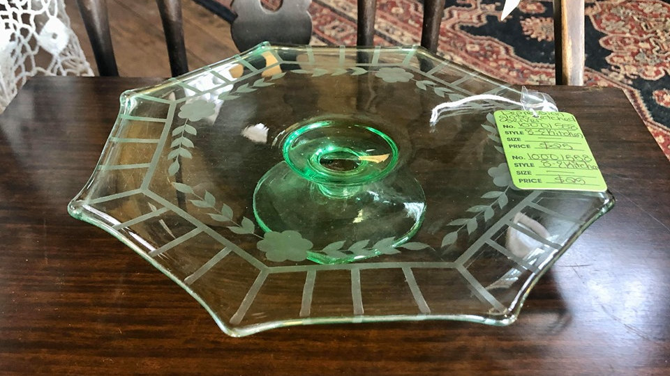 Beautiful depression glass cake/pastry plate