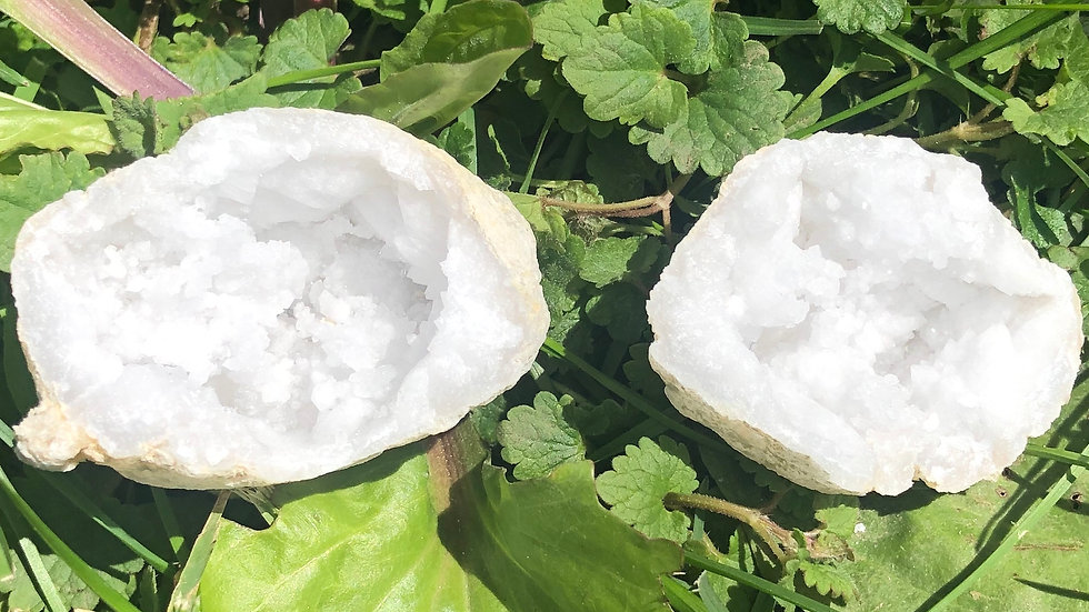Moroccan Sugar Quartz Geode (A128)