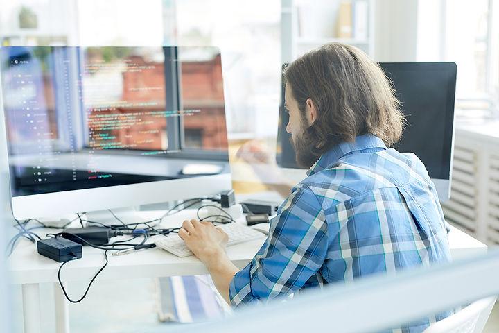programmer-at-work-R7QD5ST.jpg