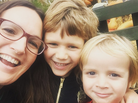 """I feel """"not good enough"""" compared to mums on social media. Can I change my mindset?"""