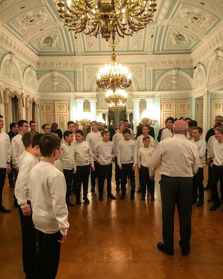 Voice warm up before a special performance for the Norwegian Ambassador (Photo: Nidaros Choir)