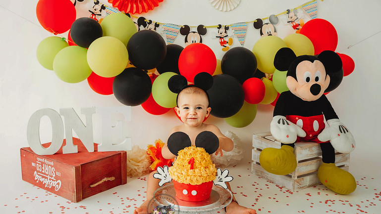Smash the cake Mickey mouse