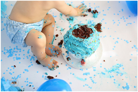 destruye la tarta cumpleaños