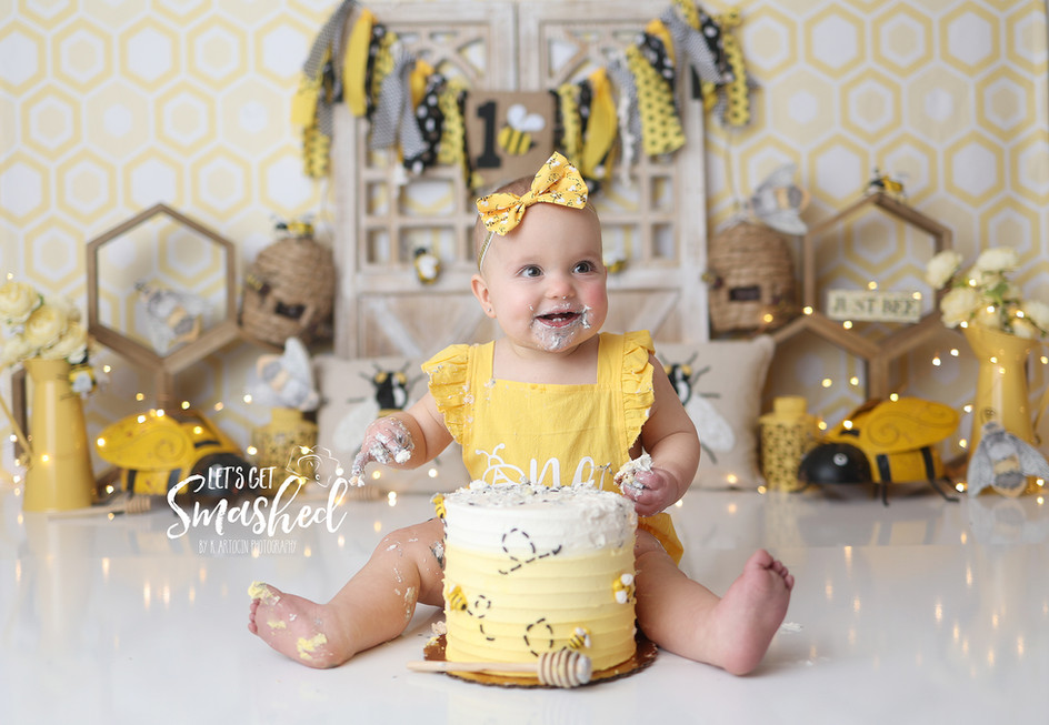 South Jersey Cake Smash photographer, Bee theme, yellow and black, sweet as can bee