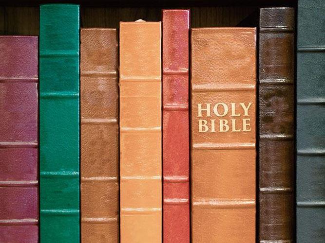 bibleonshelfas_si.jpg