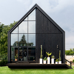 CONTEMPORARY SCANDINAVIAN BLACK HOUSE