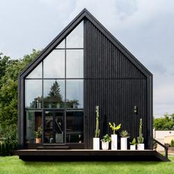 CONTEMPORARY SCANDINAVIAN BLACK HOUSE
