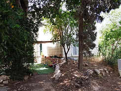 דירה 6 כפר אדומים-חצר גינה.jpg